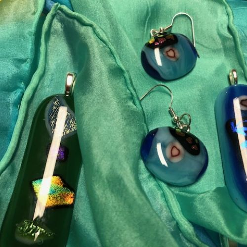 Fusing Glass Jewelry Gifts For Family And Friends Expressing Their Inner Jewel